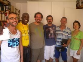 """Reunião na casa do Maurício: mestre Alcides fala das """"marcas do corpo"""" na tradição oral. 16/03/2014."""