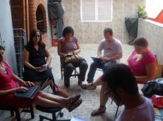 Reunião na casa de mestre Alcides: discussão em torno do que é privado e o que é público. Composição do perfil Facebook. 05/05/2013.