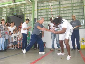 Mestre Dorival e Paulinho Baraúna na roda na EMEF Amorim Lima