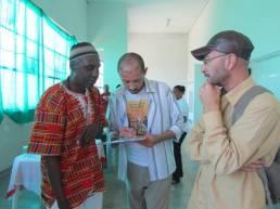 Encontro de capoeira em Embu das Artes ontem. Destaque da esq. para dir.: Mestre Alcides, Prof. Colher e Edison Santos.